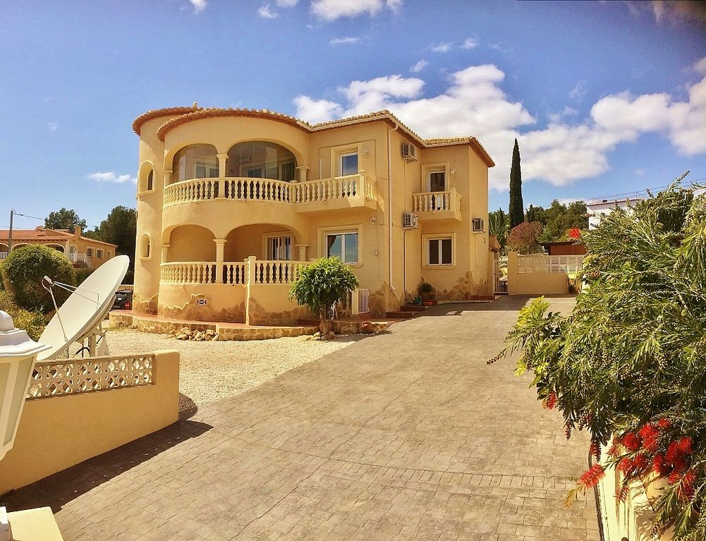 5 Bed Villa For Rent in Calpe Alicante Spain